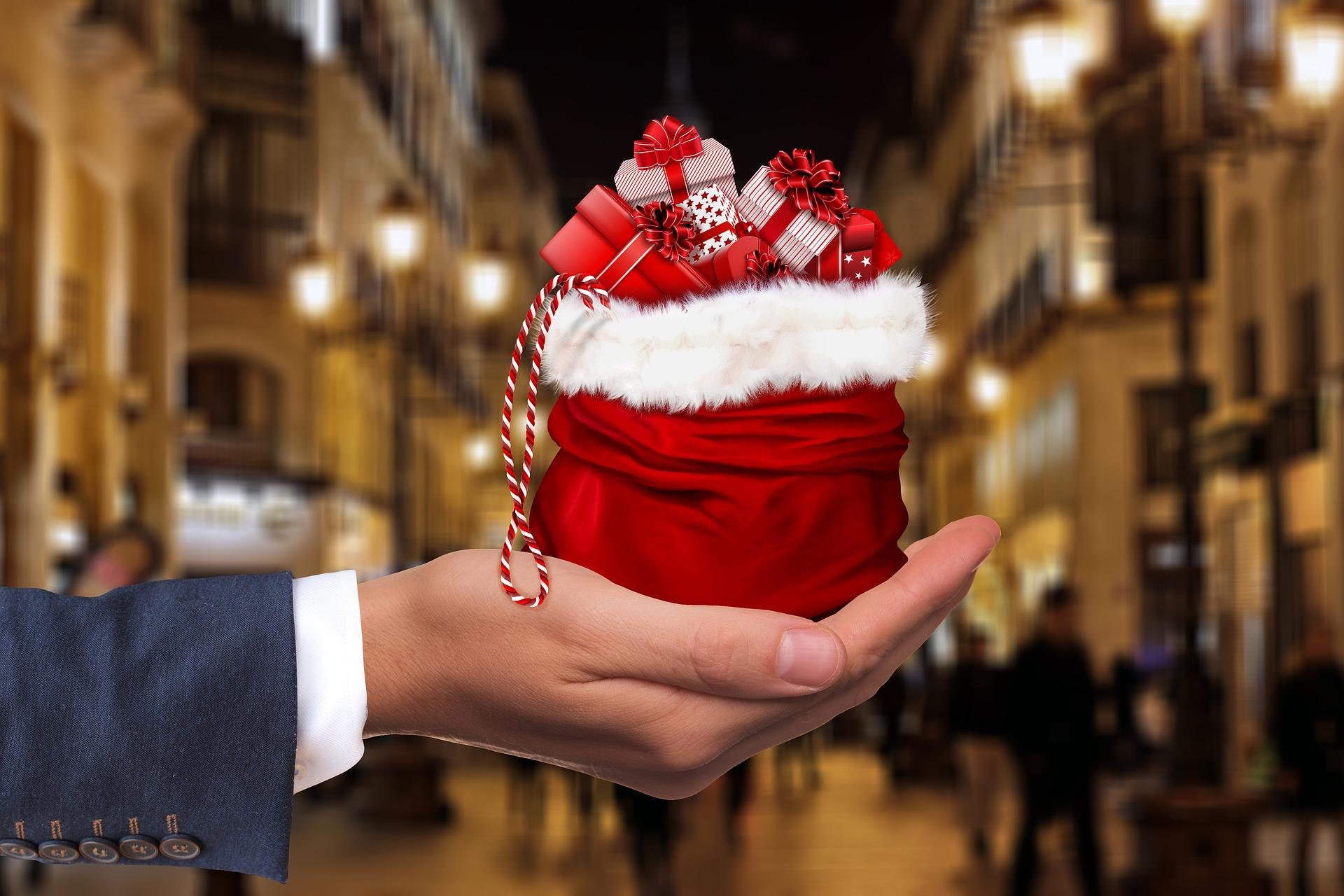 подарунок в руці