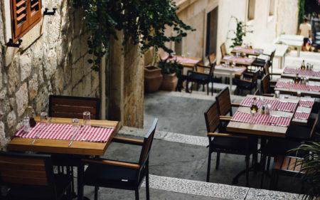 5 ресторанів Києва із затишними двориками