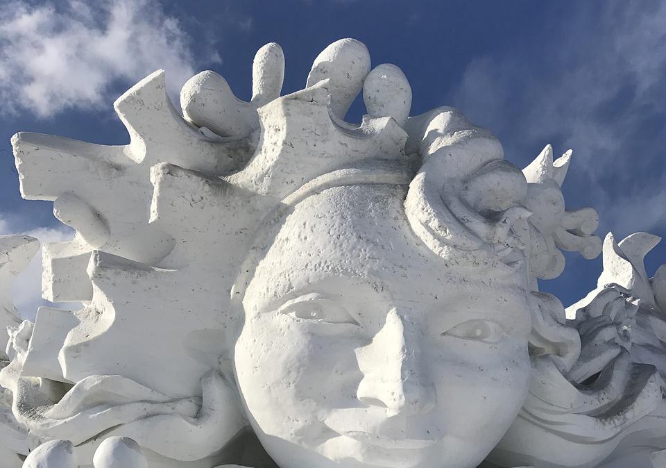 Грандіозний фестиваль льодових скульптур у Китаї