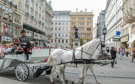 Куди швидко дістатися з Відня потягом