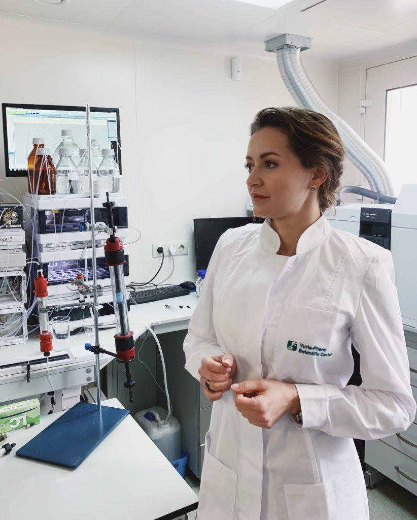 Наталія Деркач у лабораторії