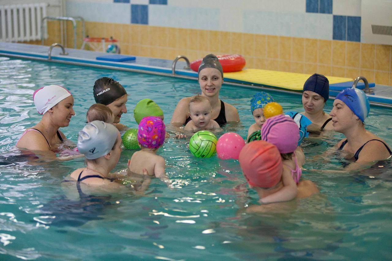 басейн з дітьми