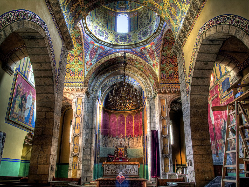 внутрішнє убранство вірменської церкви
