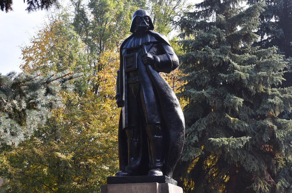 Пам'ятник Дарту Вейдеру
