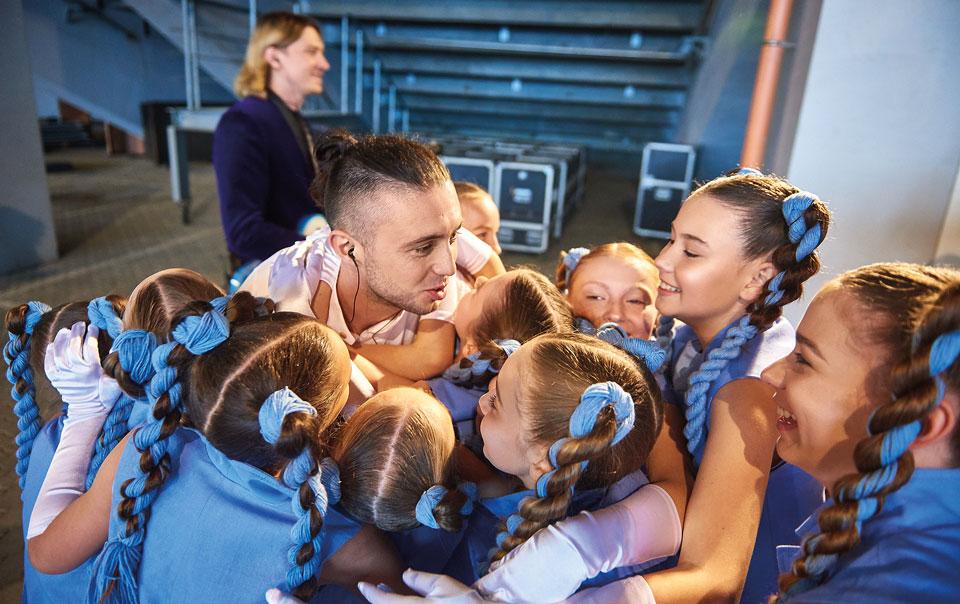 Тарас Тополя з дітьми