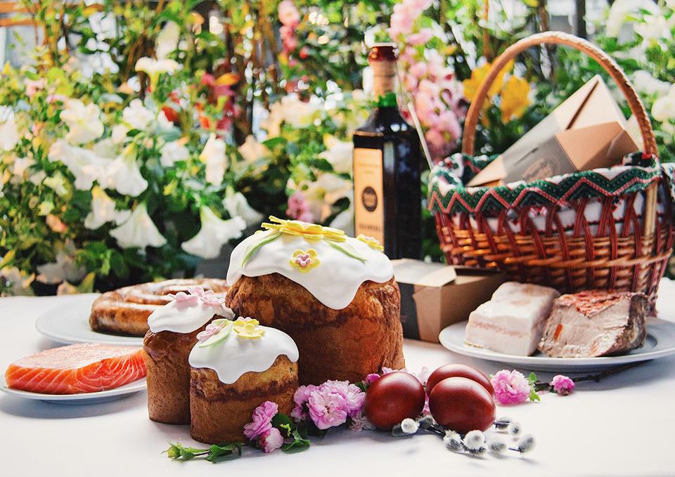Великодній стіл вид ресторану Первак