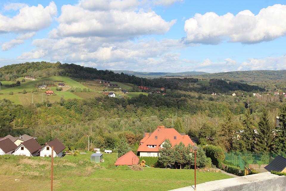 Долина та хати