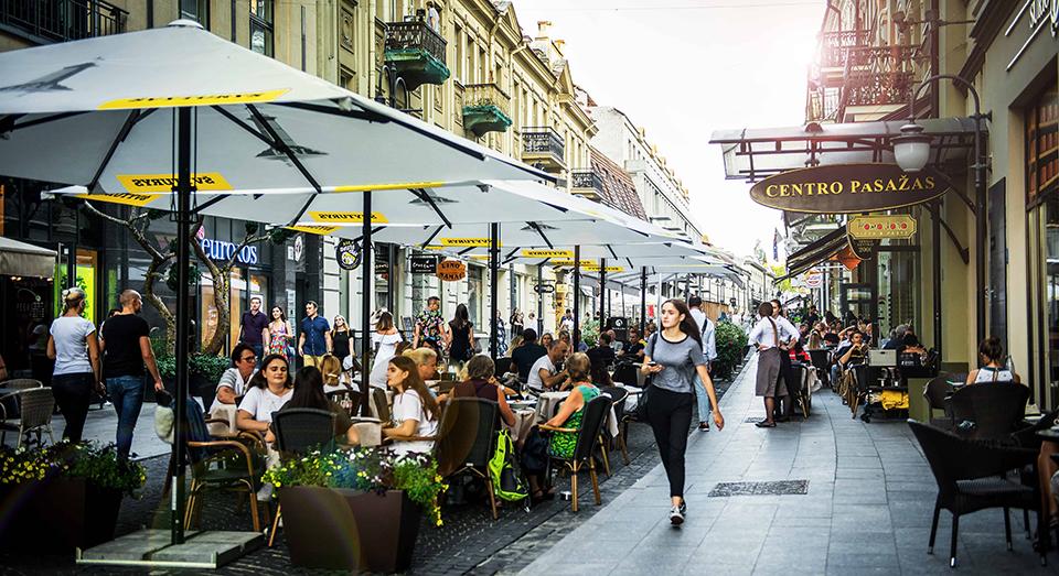 Вулиця з ресторанами