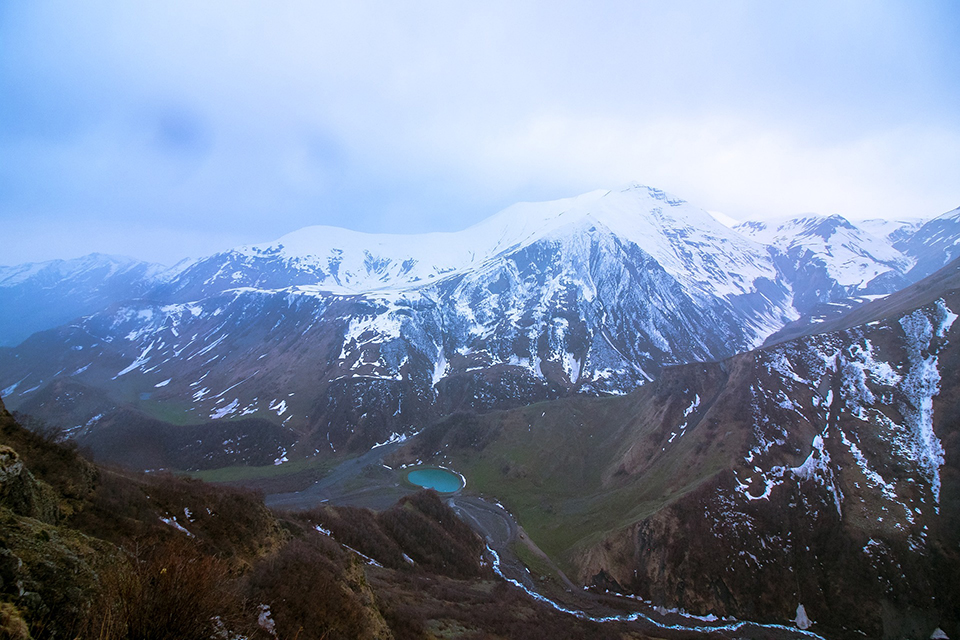 Абуделаурські озера і гори навколо