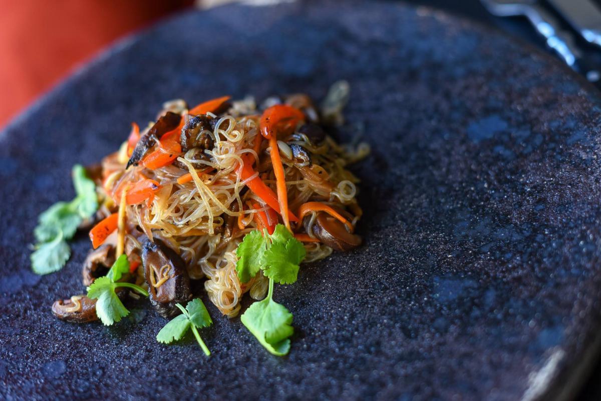 Фунчоза з грибами шиїтаке й овочами