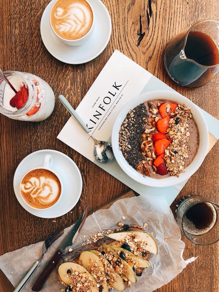 снідаок та кава