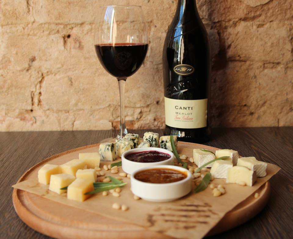 вино та сир