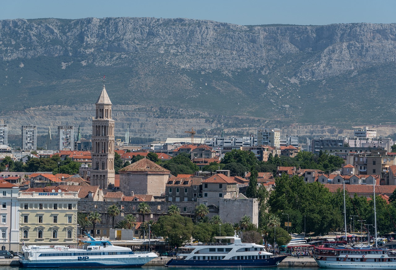 краєвид на місто та гори